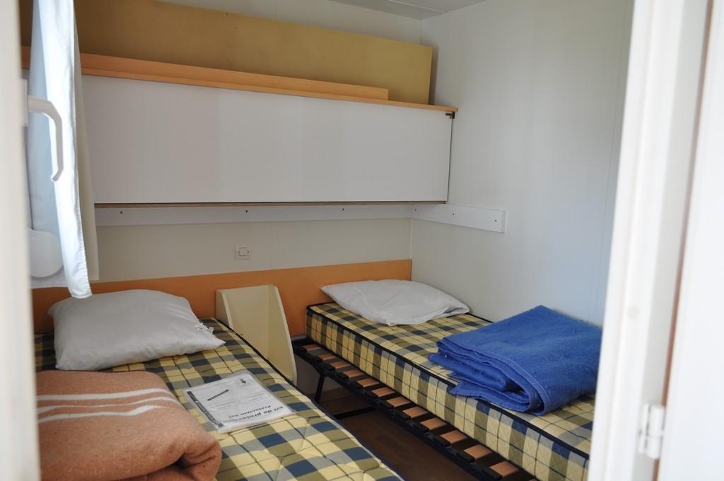 chambre-3-lits-simples-dont-un-superposedont