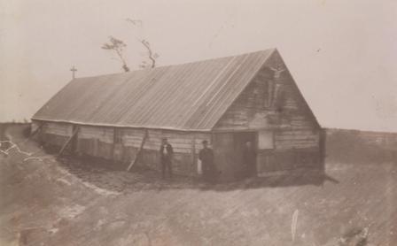 chapelle-en-bois-edifiee-le-temps-de-la-construction-de-leglise-en-pierre