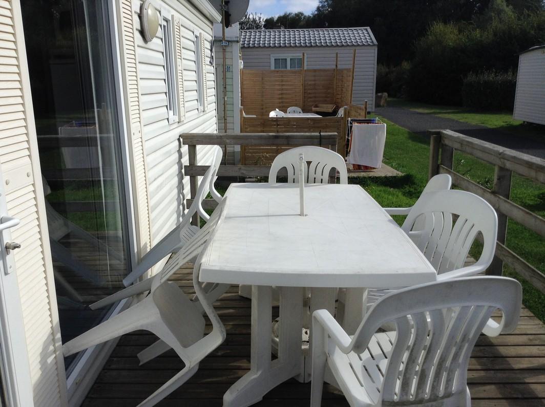terrasse-avec-salon-de-jardin